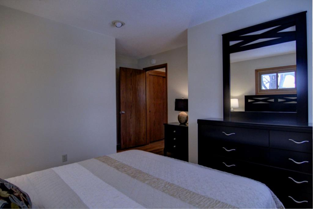 6132 Ewing Ave S-060