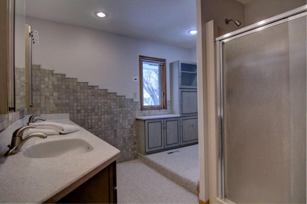 6132 Ewing Ave S-065