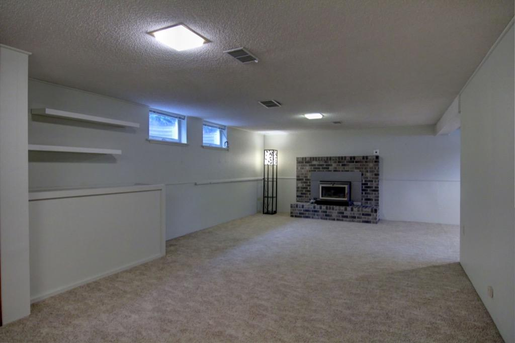 6132 Ewing Ave S-077